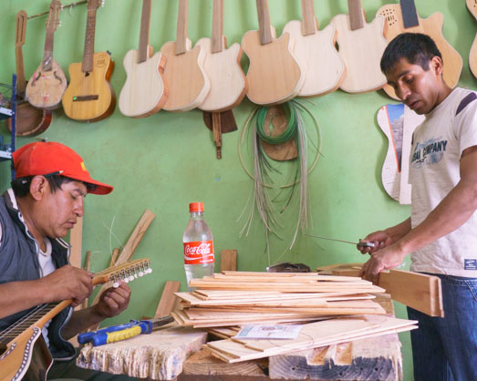 maque guitars cusco